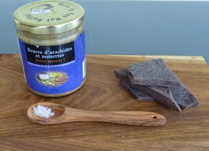 Nussmus, vegane dunkle Schokolade und etwas fleur de sel