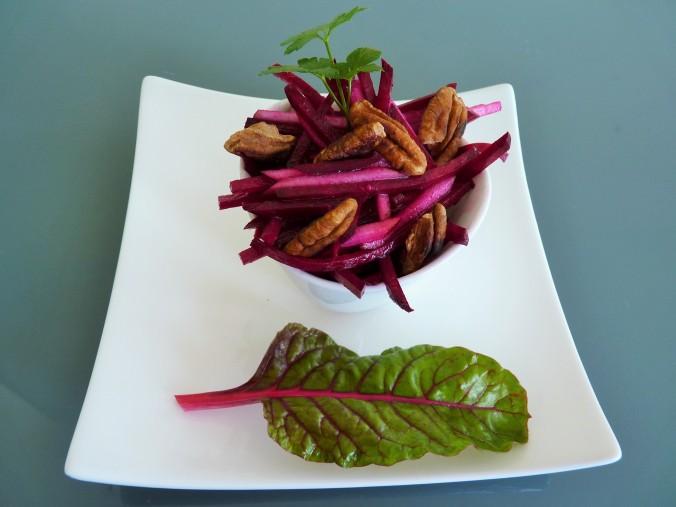 rote Beete Apfel Salat mit pecan