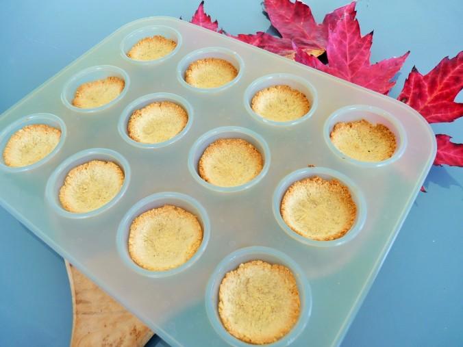 ich nehme meine kleinen Muffin Förmchen für den pie