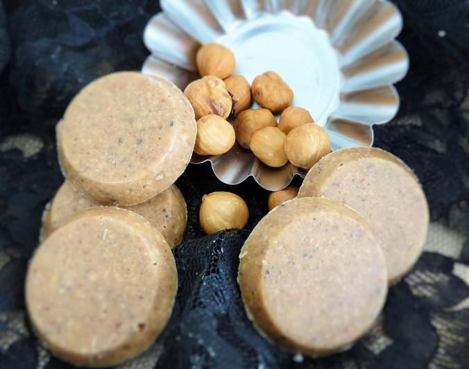 die Nussmasse einfach in kleine Muffin Frormen gepresst