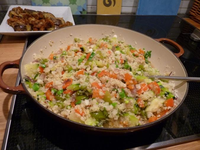 Gemüse-Reispfanne mit gebratener Aubergine